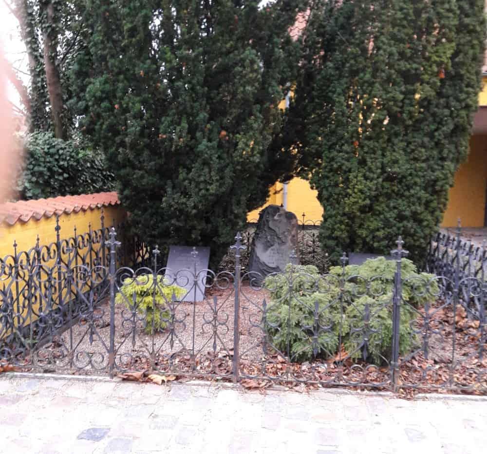 Langes gravsted, Maribo