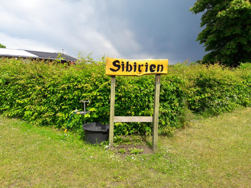 Skilt med teksten Sibirien, der byder gæster velkommen i dag.
