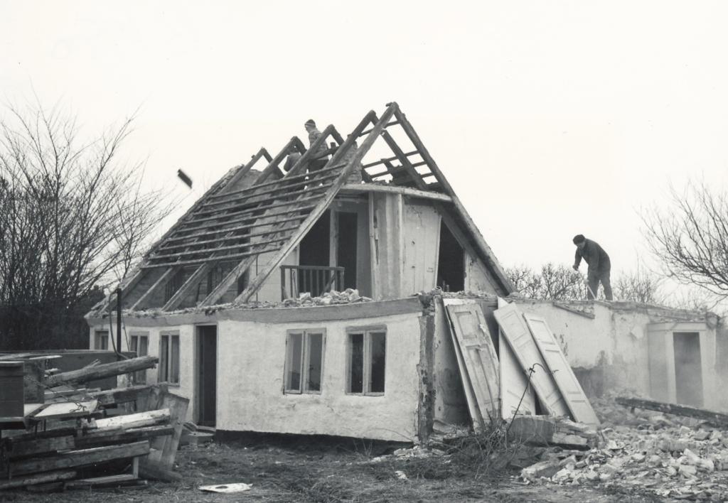 Nedrivning af et hus i Sibirien i 1975