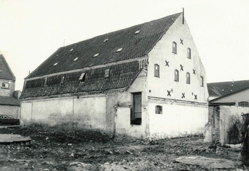 Det gule pakhus set fra bagsiden i 1984