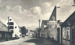 Havnegade med Parkhotellet til højre, Bandholm 1955