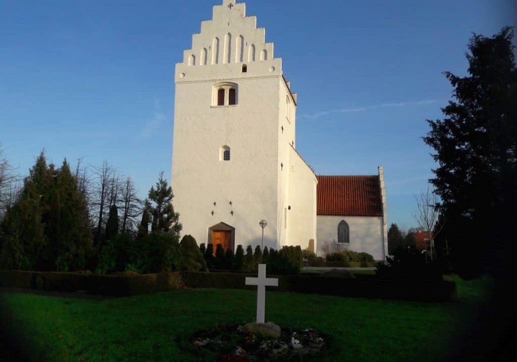 Hunseby kirke fotograferet fra vest, 2019